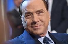 Cựu Thủ tướng Berlusconi trắng án bê bối tình dục gái mại dâm