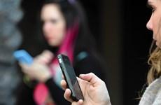 """Mỹ gia tăng số người """"phụ thuộc vào điện thoại thông minh"""""""
