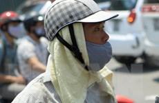 Người dân Thủ đô với muôn vàn cách chống lại nắng nóng