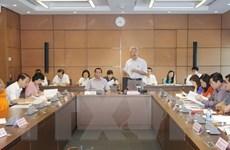 Đại biểu Quốc hội thảo luận tại tổ về dự án luật phí và kế toán