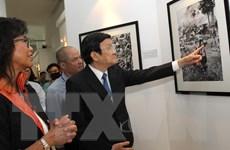 Chủ tịch nước tham quan triển lãm ảnh chiến tranh Việt Nam của AP