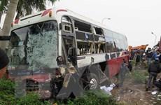 Lật xe khách trên đại lộ Bình Dương làm 12 người bị thương nặng