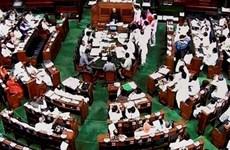 """25 nghị sỹ Ấn Độ bị đình chỉ vì làm """"náo loạn"""" phiên họp quốc hội"""