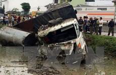 Nghệ An: Xe ôtô tải đâm xe đỗ bên đường, 1 người bị thương nặng