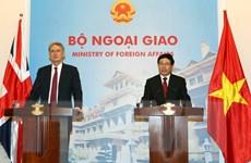 Việt Nam và Anh chia sẻ quan điểm về giải quyết vấn đề Biển Đông