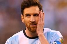 Tổng thống Argentina yêu cầu bảo vệ danh thủ Lionel Messi