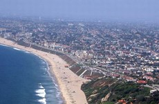 Mỹ đóng cửa các bãi biển ở Los Angeles do sự cố tràn nước thải