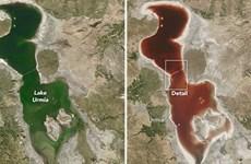 Kinh ngạc hồ muối khổng lồ ở Iran chuyển màu đỏ như máu