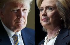 Bà Clinton công khai hồ sơ thuế, gây sức ép lên ông Trump