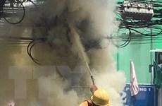 Cháy cột điện ở khu dân cư, người dân hốt hoảng chạy ra ngoài