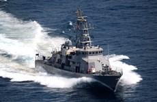Tàu cao tốc của Iran áp sát tàu quân sự Mỹ gần eo biển Homuz
