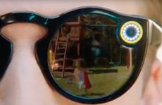 Video lộ diện kính đeo mắt tích hợp camera của Snapchat