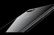 """iPhone 7 """"đắt khách"""" nhưng không ngăn được đà giảm doanh số iPhone"""