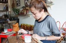 Cảm phục câu chuyện cô gái xương thủy tinh và ước mơ họa sỹ