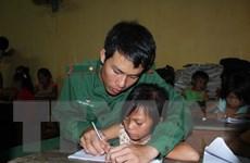 """Tận tụy mang """"con chữ"""" đến với trẻ em Việt kiều Campuchia"""