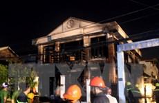 Cháy cửa hàng chăn ga gối đệm, 2 người chết kẹt trong nhà