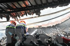 Cháy dữ dội cửa hàng bán xe máy cũ ở tỉnh Tiền Giang