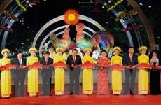 Chủ tịch Quốc hội dự khai mạc Đường hoa Nguyễn Huệ Tết Đinh Dậu