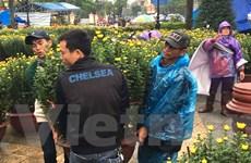 Đường phố Huế vẫn tập người mua kẻ bán vào ngày 30 Tết