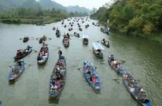 Hơn 10 vạn du khách đổ về chùa Hương trước ngày khai hội