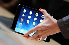 Hé lộ nguyên nhân khiến Mỹ, Anh cấm mang iPad, laptop lên máy bay