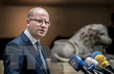 Tổng thống và Chính phủ Séc mất điểm sau khủng hoảng chính trị