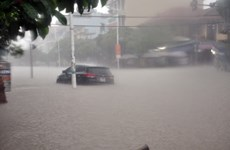 Mưa lớn kéo dài, thành phố Móng Cái ngập sâu trong nước