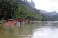 Tuyên Quang: Mưa lũ cuốn đứt một cầu phao, 135 hộ dân bị cô lập
