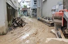 Bùn đất từ sân golf FLC Hạ Long lại đổ tràn vào nhà dân và quốc lộ
