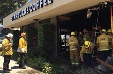 Đâm xe vào cửa hàng Starbucks tại Hollywood, nhiều người bị thương