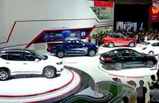 """Doanh nghiệp ôtô kích cầu, khách hàng rơi vào """"ma trận"""" giảm giá"""
