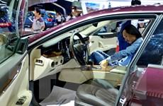 Doanh nghiệp ôtô ra sức kích cầu, doanh số bán hàng vẫn giảm