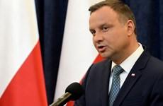 Tổng thống Ba Lan mâu thuẫn với đảng cầm quyền về quân đội