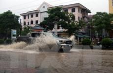 Giao thông thành phố Điện Biên Phủ hỗn loạn vì mưa lớn gây ngập lụt