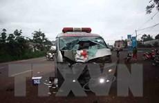 Xe máy đối đầu xe cứu thương, hai thanh niên bị thương vong
