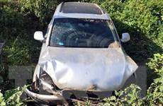 Siêu xe Audi mất lái lao xuống ruộng, 5 người bị thương