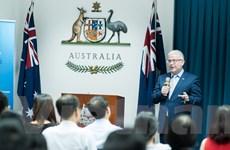 Hỗ trợ hơn 8 tỷ đồng cho các cựu sinh viên Việt Nam ở Australia