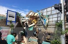Quảng Ngãi: Xe tải chạy nhanh mất lái đâm sập 4 nhà dân