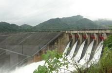 Thủy điện Hòa Bình đóng một cửa xả, thủy điện Sơn La phát điện trở lại