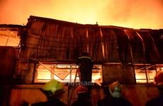 Thành phố Hồ Chí Minh: Cháy lớn tại xưởng sản xuất nhựa