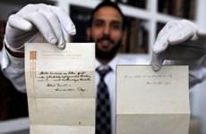 """""""Thuyết Hạnh phúc"""" của Albert Einstein đạt mức giá kỷ lục"""