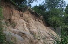Lở đất kinh hoàng ở Quảng Ngãi làm 2 người chết, 1 người bị thương
