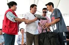 Tổng thống Philipipnes tiễn các ngư dân Việt Nam bị bắt trở về nước