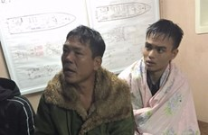 Kịp thời cứu sống 3 ngư dân bị sóng đánh chìm tàu trên biển Nghệ An