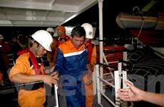 Khẩn cấp cứu nạn, đưa về bờ 7 thuyền viên bị chìm tàu trên biển