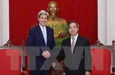 Trưởng ban Kinh tế Trung ương tiếp cựu Ngoại trưởng Mỹ John Kerry