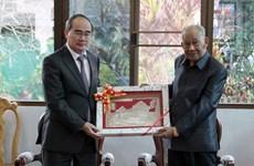 Bí thư Nguyễn Thiện Nhân thăm nguyên lãnh đạo Lào và tỉnh Champak