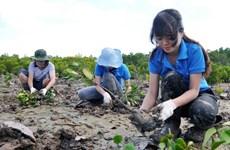 Gắn bảo vệ rừng với nâng cao chất lượng đời sống người dân