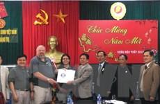 Tổ chức Cựu binh Mỹ trao hồ sơ hài cốt liệt sỹ tại Quảng Trị