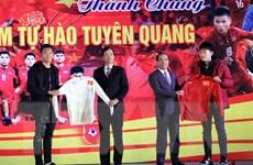 Hàng nghìn người ở Tuyên Quang ra đường đón Lương Xuân Trường